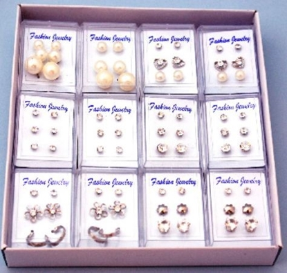 Picture of £1.00 PIERCED TRIO EARRINGS ON CARD (12)