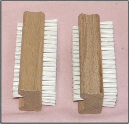 Picture of £0.99 NAIL BRUSH WOODEN (12)
