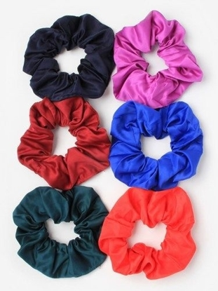 Picture of £1.00 MOLLY ROSE SATIN SCRUNCHIES